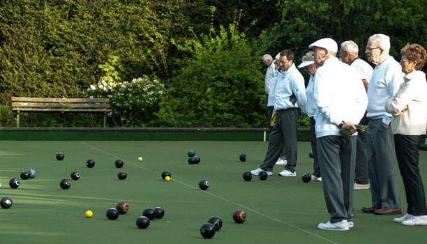 how to play indoor bowls